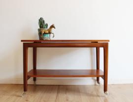 Vintage tafel met dubbel blad. Retro design sidetable / trolley