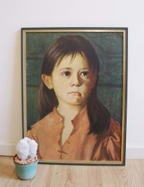 Kitsch 'schilderij' van een huilend zigeuner meisje. Vintage print in houten lijst.