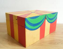 Unieke houten puzzel met dieren. Handgemaakte circus puzzle