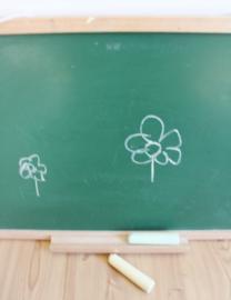 Groen vintage schoolbord. Houten retro krijt / tekenbord