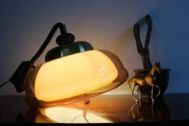 Toffe vintage design lamp met kunststof kap. Retro space age hanglamp