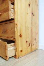 Hoge houten vintage ladekast. Tweedelige retro kast / grutterskast
