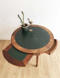 Houten salontafel met ingelegd blad. Ronde vintage tafel met uitschuif bladen