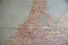 Oude retro landkaart van Nederland. Vintage schoolplaat / poster