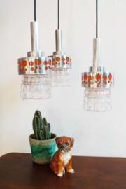 Vintage hanglamp met 3 glazen kapjes. Retro design lamp voor aan het plafond.