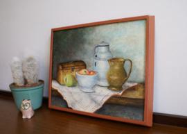 Realistisch schilderij op doek in houten lijst. Stilleven met oa appels en een peer.