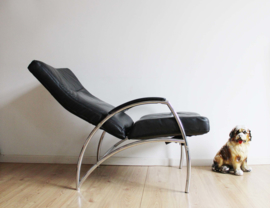 Toffe zwarte vintage relax fauteuil. Retro design stoel met relax stand
