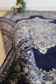 Vintage helaas-niet-vliegend Perzisch tapijt. Handgeknoopt Oosters bidkleed