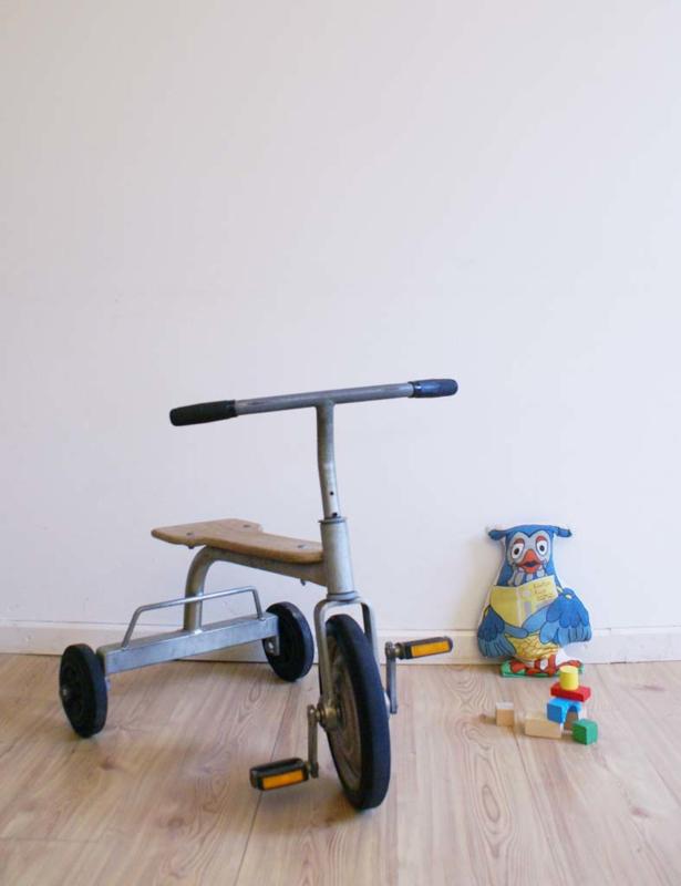 Super stoere vintage driewieler. Industriele hout/metalen retro kinder fiets