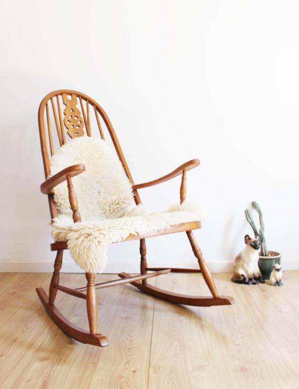 Houten Windsor schommelstoel. Originele vintage rocking chair.