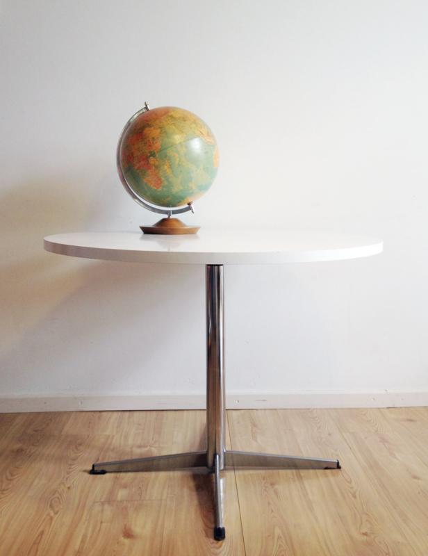Ronde Witte Eettafel Design.Ronde Vintage Eettafel Op Ster Voet Witte Retro Design