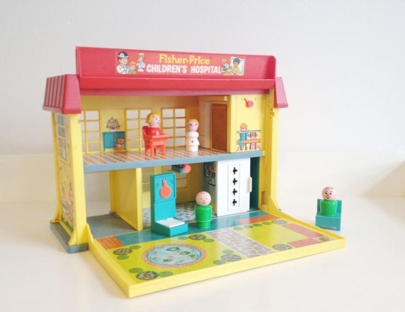 Vintage Fisher-Price Children's Hospital. Retro speelgoed / poppenhuis/ziekenhuis