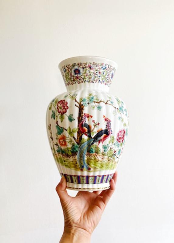 Grote vintage vaas, Chinees? Aardewerk vaas met bloemen  en pauwen.