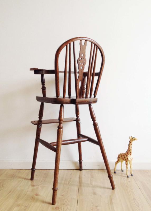 Goede Vintage Windsor kinderstoel. Hoge houten retro stoel voor de mini YW-46