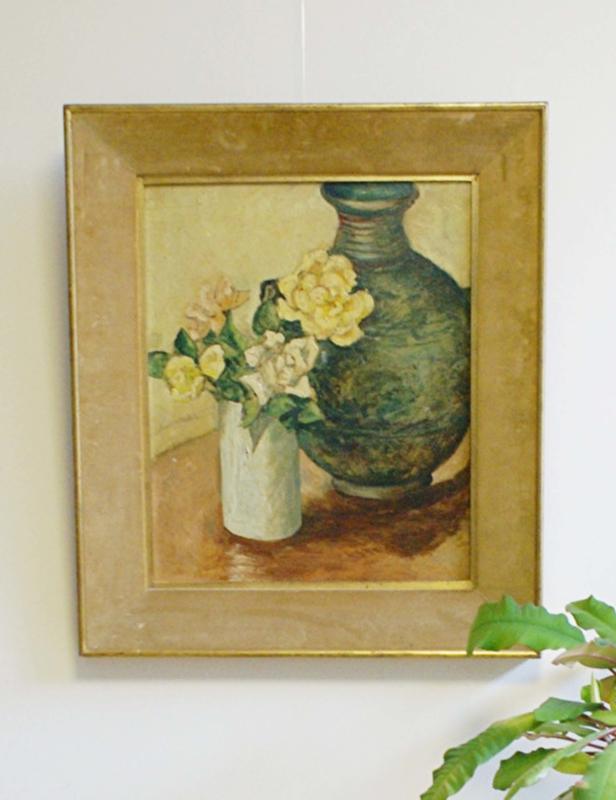 Sfeervol bloemstilleven op paneel. Origineel schilderij in vintage lijst.