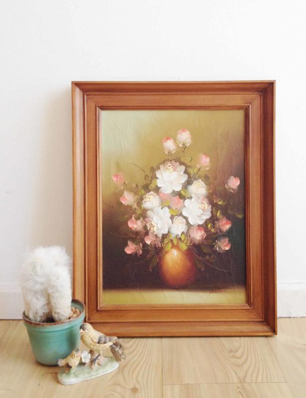 Klein bloemstilleven in houten lijst. Olieverf schilderij op doek