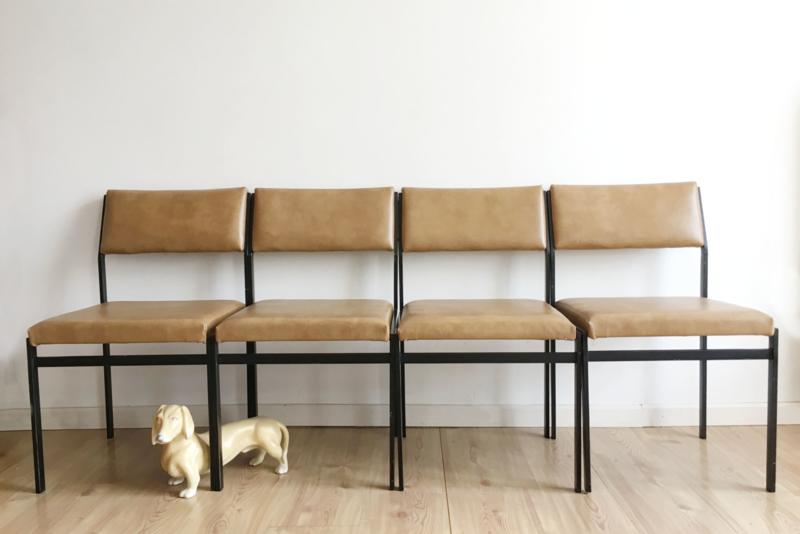 Vier vintage eetkamer stoelen van Pastoe. Retro design stoel, SM07 - Cees Braakman