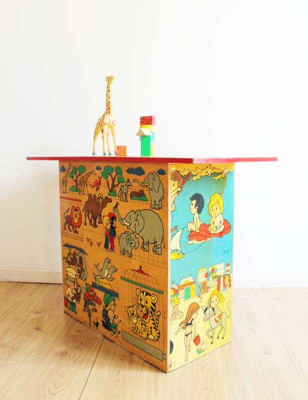 Houten retro schoolkastje. Vintage tafel / poppen commode / kinder kast