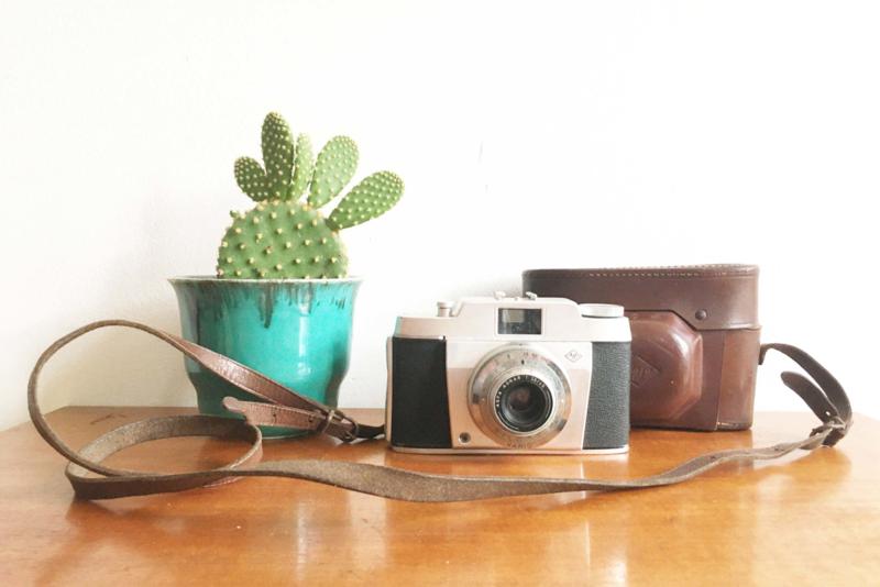 Vintage fotocamera - Agfa Silette Vario. Retro fototoestel in hoes