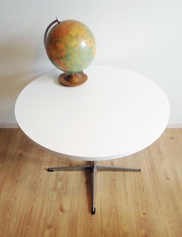 Ronde Retro Tafel.Ronde Vintage Eettafel Op Ster Voet Witte Retro Design