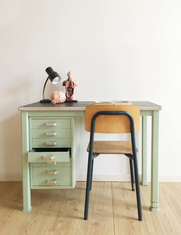 Wonderlijk Mintgroen vintage bureau met schoolstoel, Gispen? Industrieel YD-66