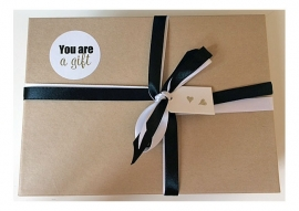 Gift box You are a gift | 4 stickers, 4 ansichtkaarten & 6 inspiratiekaarten