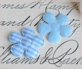 Vilt bloemetjes blauw. Per 10