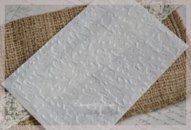 Bewerkte pergamijn loonzakjes, dennentakken. Per 10