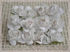 Papieren roosjes wit. Per 10
