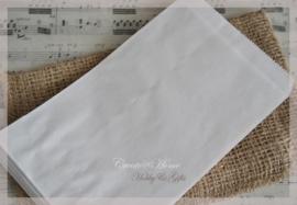 Witte papieren kraft zakjes in 2 afm. Per 10