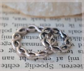 Metalen zilverkleurige gevlochten ringen in 2 afm. Per 10