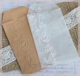 Bewerkte pergamijn & kraft loonzakjes, trouwringen. Per 10
