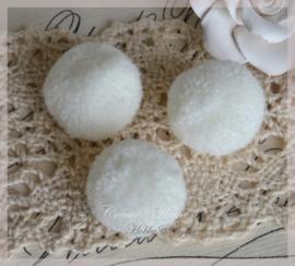 Stoffen pompon balletjes ivoor. Per 5