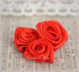 Satijnen roosjes zonder blad, rood
