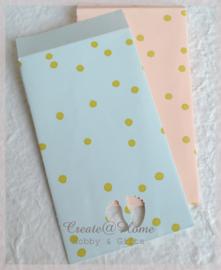 Papieren cadeauzakjes met babyvoetjes keuze uit 2. Per 10