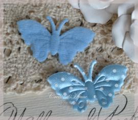 Vlindertje lichtblauw met witte stippen. Per 5