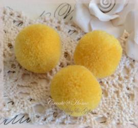 Stoffen pompon balletjes geel. Per 5