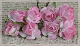 Papieren roosjes roze. Per 8