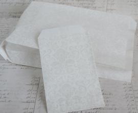 Papieren cadeauzakjes wit barok. Per 10
