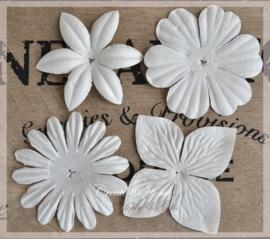 Papieren bloemen offwhite. Per setje