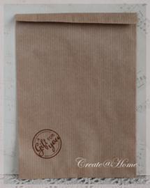 Papieren kraft zakjes in 2 kleuren met stempel naar keuze. Per 10
