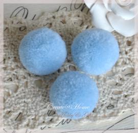 Stoffen pompon balletjes lichtblauw. Per 5