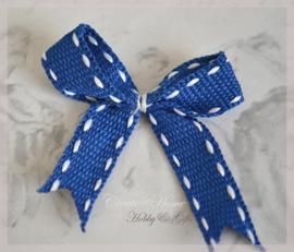 Strikje donkerblauw met witte stiksel