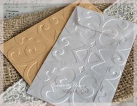 Bewerkte pergamijn & kraft loonzakjes, sierlijk. Per 10