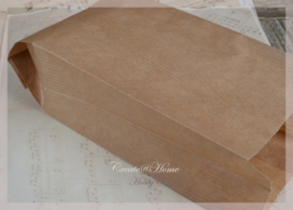 Bruine papieren  kraft cadeauzakjes. Per 10