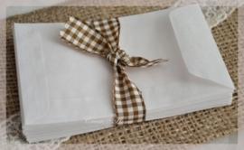 Witte pergamijn loonzakjes in 2 afm. Per 10