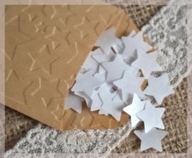 Gegomde kraftpapier sterretjes in het bruin/wit in een pergamijn/kraft zakje