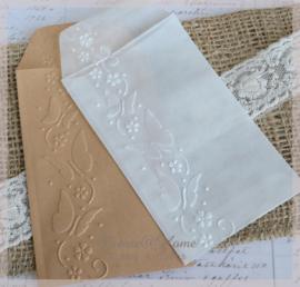 Bewerkte pergamijn & kraft loonzakjes, vlinders. Per 10
