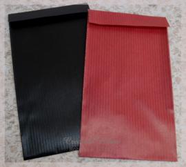 Rode of zwarte cadeauzakjes. Per 10