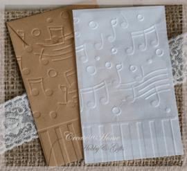 Bewerkte pergamijn & kraft loonzakjes, muzieknoten/piano. Per 10